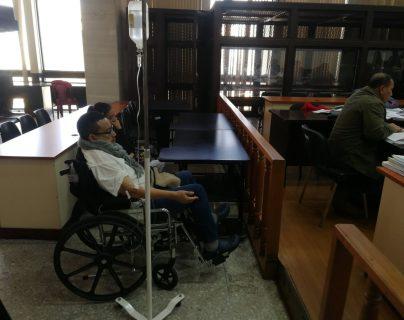 Jorge Alberto Rizzo Morán, quien fue alcalde del Puerto San José, Escuintla, compareció en silla de ruedas ante el Tribunal de Mayor Riesgo B. (Foto Prensa Libre: Kenneth Monzón)