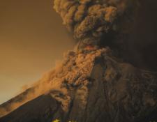 Fotografía tomada desde la carretera a Ciudad Vieja, Sacatepéquez, muestra la actividad del Volcán de Fuego. (Foto Prensa Libre: Cortesía Paulo Figueroa).
