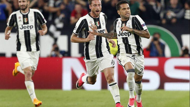 Dani Alves fue uno de los principales protagonistas de los duelos de la Juventus. (Foto Prensa Libre: AP)