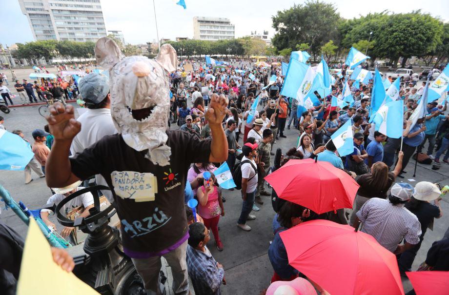 La ciudadanía protestó en 2018 ante de la decisión presidencial de no renovar el mandato de Cicig. (Foto Prensa Libre: Hemeroteca PL)