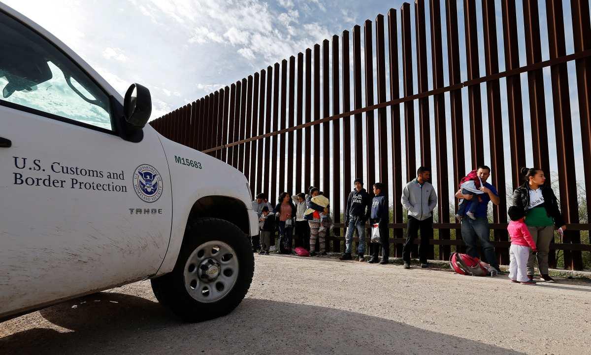 Prohibición de asilo para migrantes aplicará para quienes entren por Texas y Nuevo México