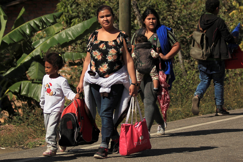Hombre, mujeres y niños han integrado las últimas dos caravanas de migrantes hacia EE. UU. El tercer grupo llegará a Guatemala este fin de semana. (Foto Prensa Libre: Hemeroteca PL)