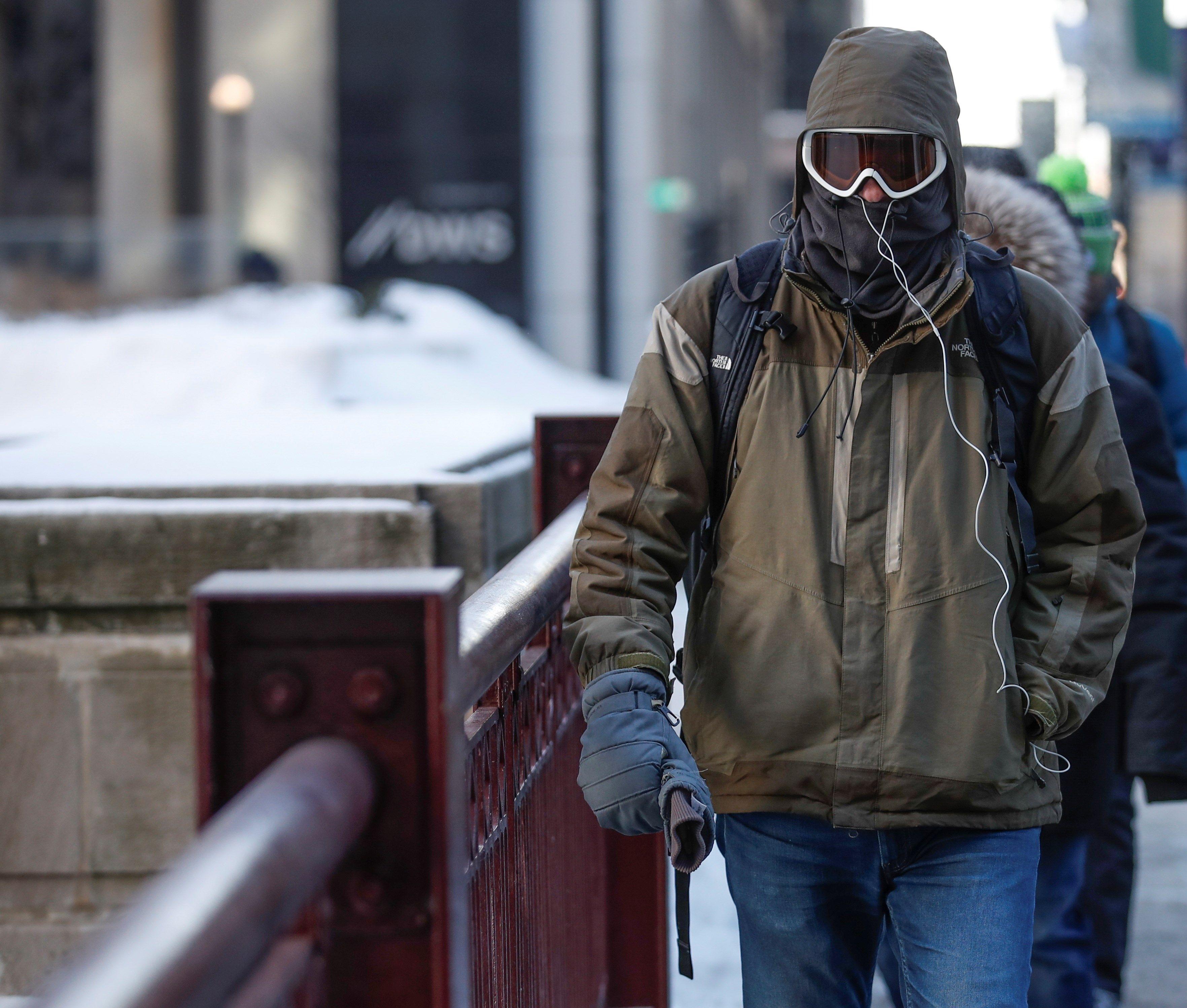 Se ha recomendado a las personas cubrir las vías respiratorias para no exponerse a enfermedades.
