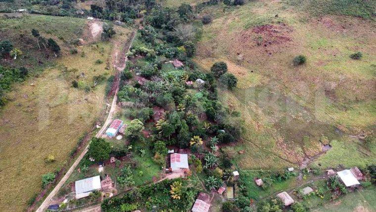 En la Zona de Adyacencia, las comunidades saben de la consulta popular. Las autoridades han llegado a repartir trifoliares con información. (Foto Prensa Libre: AFP)