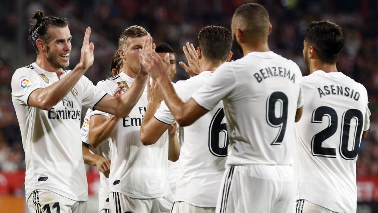 Los jugadores del Real Madrid celebran el triunfo en la segunda jornada de la Liga Española. (Foto Prensa Libre: AFP)