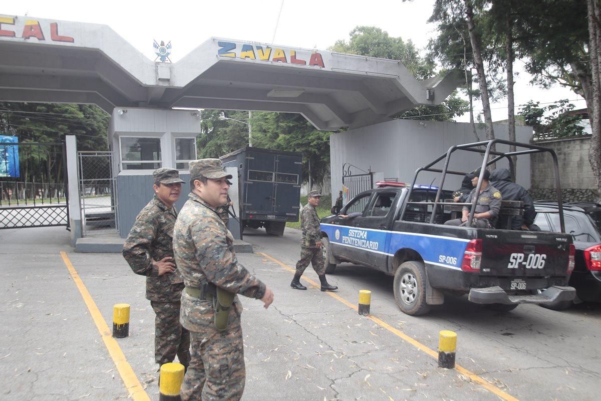 En Mariscal Zavala están detenidas personas implicadas en corrupción. (Foto Prensa Libre: Hemeroteca PL)
