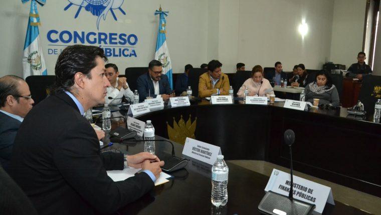 El ministro de Finanzas Víctor Martínez participa en la mesa técnica del presupuesto en el Congreso. (Foto Prensa Libre: José Castro)