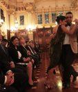 Clarisa Aragón y Jonathan Saavedra, campeones mundiales de tango, se presentaron en el Palacio Nacional. (Foto Prensa Libre: Ángel Elías)