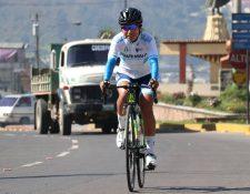 Gabriela Soto se convierte en la primera quetzalteca en competir en un equipo profesional de ciclismo en el extranjero. (Foto Prensa Libre: Raúl Juárez)