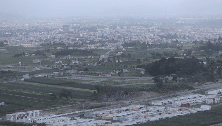 La bruma que cubre la ciudad altense se puede observar desde diferentes lugares. (Foto Prensa Libe: Mynor Toc)