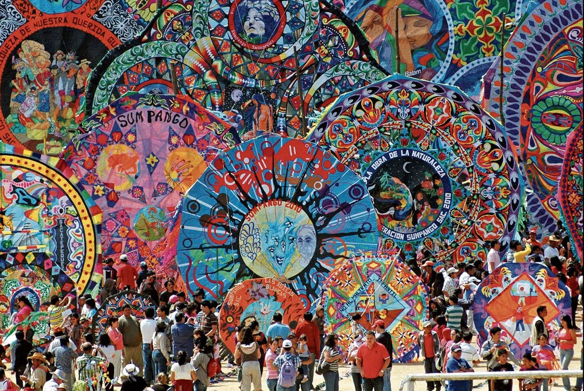 Festival de Barriletes Gigantes de Sumpango, Sacatepéquez. (Foto Prensa Libre: Hemeroteca)