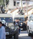 Los capturados durante allanamientos en 14 departamentos son sindicados de varios delitos como asociación ilícita, lavado de dinero, entre otros. (Foto Prensa Libre: Érick Ávila)