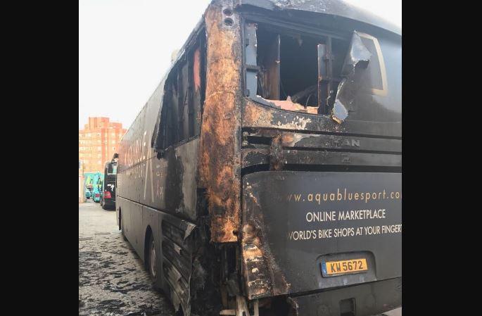 Queman el autobús del equipo Aqua Blue en la Vuelta a España
