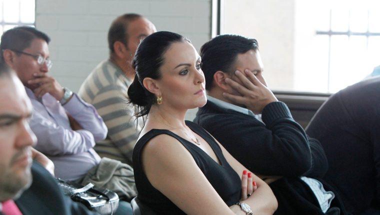 Ximena Toriello escucha los cargos en su contra. (Foto Prensa Libre: Paulo Raquec)