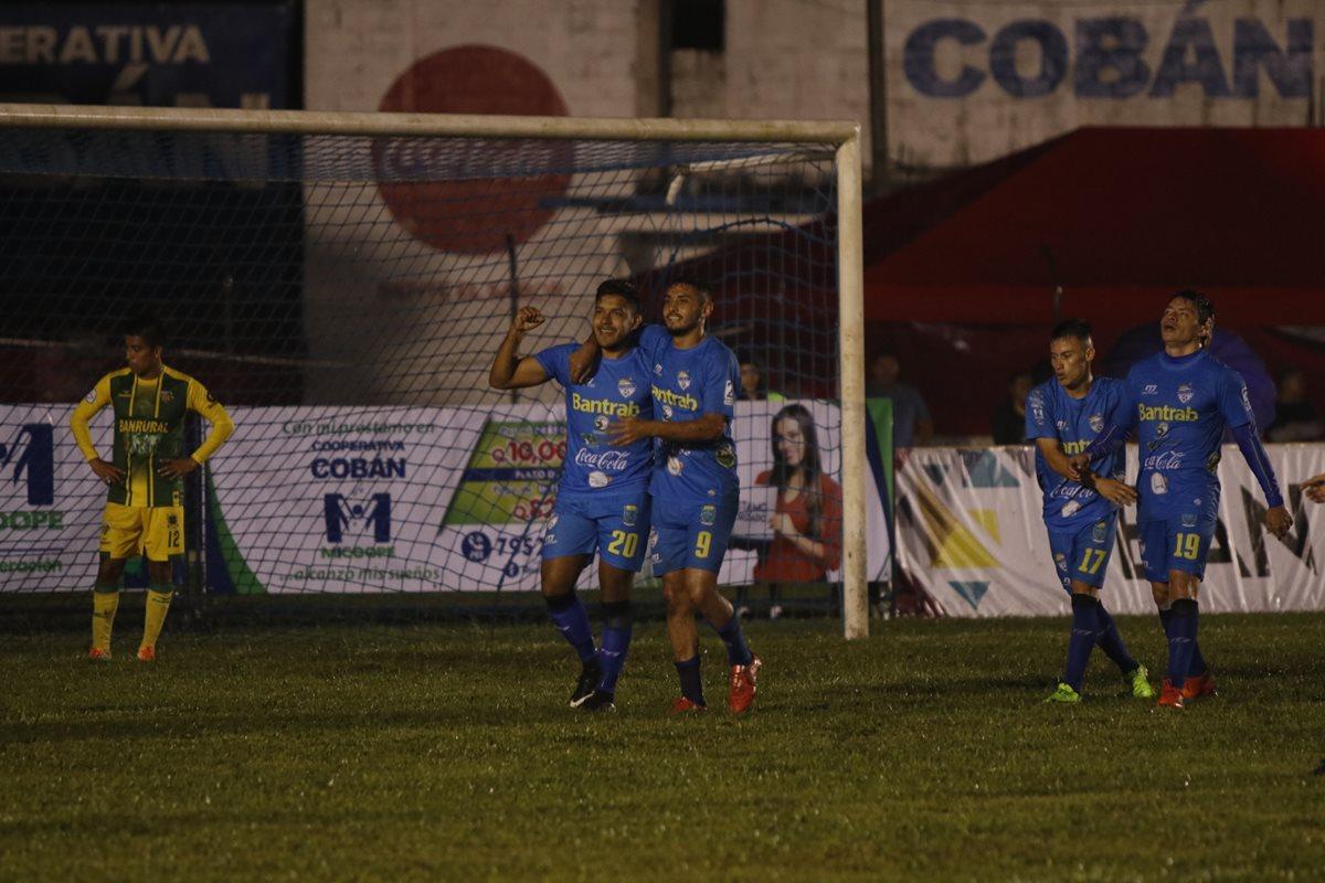 Víctor Guay anotó el 4-2 final en el partido Cobán Imperial - Petapa. (Foto Prensa Libre: Eduardo Sam)