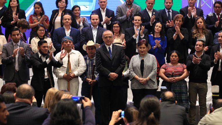 Lanzamiento del Frente Ciudadano contra la Corrupción, autoridades indígenas, académicos, empresarios, activistas, entre otros sectores, Conforman el movimiento. (Foto Prensa Libre: Carlos Hernández Ovalle)