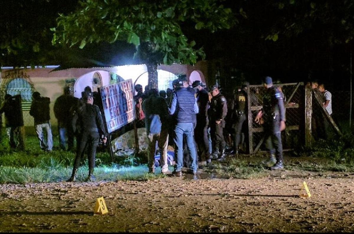 El salubrista Diego Méndez fue ultimado en la zona urbana de Sayaxché, Petén. (Foto Prensa Libre: Rigoberto Escobar)
