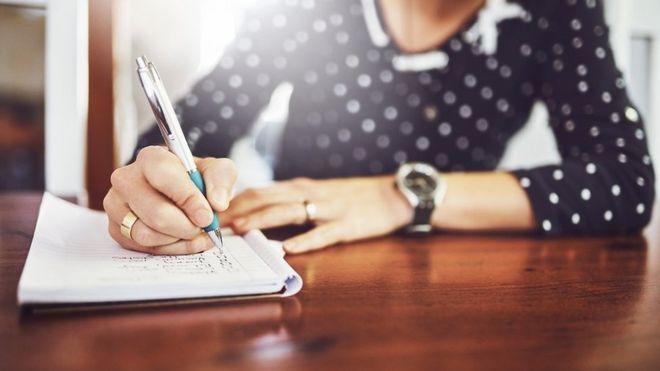 ¿Qué mejor manera de fijar y priorizar nuestras metas que haciendo una lista? (GETTY IMAGES)