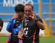El técnico Ramiro Cepeda declaró que quiere salir campeón de copa con Xelajú que comienza la etapa de octavos de final. (Foto Prensa Libre: Raúl Juárez)