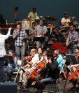 El martes se realizó uno de los ensayos generales en el Teatro Nacional, donde Malacates y la Orquesta Sinfónica Nacional interpretaron temas como Canción dentro de mí y Ni un centavo. (Foto Prensa Libre: Keneth Cruz)