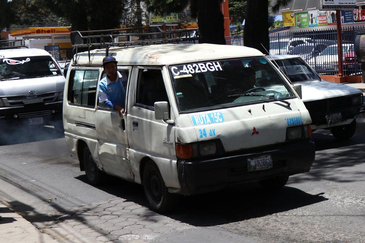 49 empresas de transporte urbano constituidas en asociaciones y personas individuales tiene registradas la comuna. (Foto Prensa Libre: María José Longo)