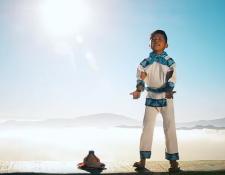 """Yuawi López, con su interpretación de """"Movimiento Naranja"""", se ha convertido en una celebridad (Foto Prensa Libre: YouTube)."""