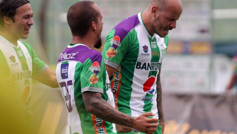 Anllel Porras celebra después de anotar el que sería el único gol del partido. (Foto Prensa Libre: Carlos Vicente)