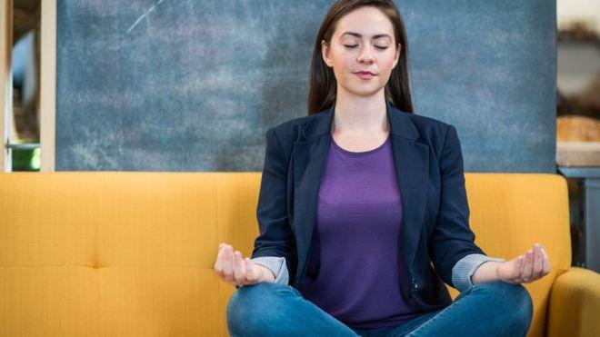 Ser consciente de uno mismo a través de herramientas como la meditación puede impulsar nuestro bienestar mental y físico.