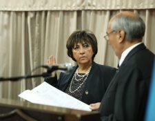 Ileana Alamilla al prestar juramento como presidenta de la APG, el lunes 15. (Foto Prensa Libre: Hemeroteca PL).