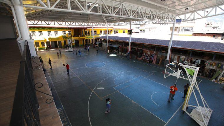El evento de compra incluye techado, escenario y graderío de una cancha de basquetbol. Foto Prensa Libre: Álvaro Interiano