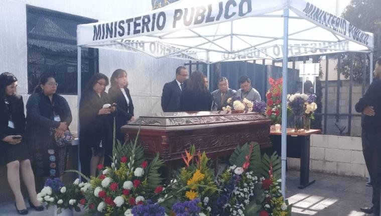 Velatorio del auxiliar fiscal Giovani Otoniel Gutiérrez Chuc se lleva a cabo en la ciudad de Huehuetenango. (Foto Prensa Libre: Mike Castillo).