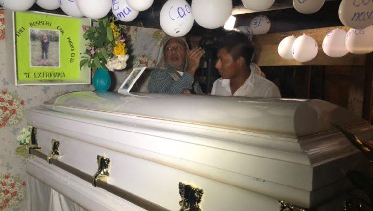 El cuerpo de Jakelin Caal fue repatriado ayer de Texas, EE. UU. y esta madrugada llegó a Alta Verapaz. (Foto Prensa Libre: Eduardo Sam)