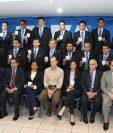 Árbitros guatemaltecos recibieron el gafete Fifa 2016, en un acto realizado en la Fedefutbol. (Foto Prensa Libre: Cortesía Fedefutbol).