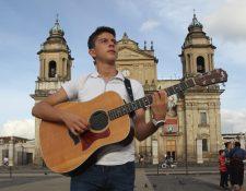 Sebastián Bárcenas promociona la canción Guatemala. (Foto Prensa Libre: Keneth Cruz)
