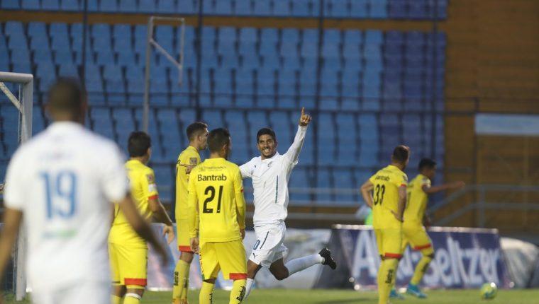 Gerardo Gordillo anotó el primer gol del partido entre Comunicaciones y Marquense. (Foto Prensa Libre: Carlos Vicente)