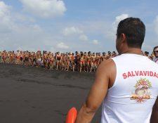 La brigada de salvavidas del IGSS cubrirá 18 centros recreativos del país. (Foto Prensa Libre: Cortesía IGSS)