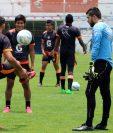 Jugadores de Xelajú MC, realizan un entrenamiento en el estadio Mario Camposeco, este viernes. (Foto Prensa Libre: Carlos Ventura).