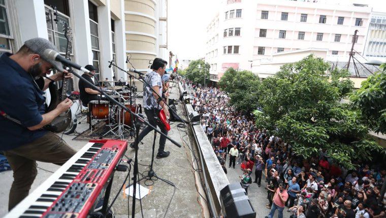 """Con un concierto lleno de sorpresas, Bohemia Suburbana lanzó el álbum """"Epopeya Sub"""". (Foto Prensa Libre: Keneth Cruz)"""