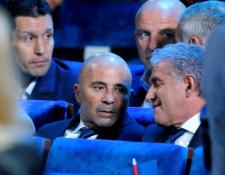 El técnico de Argentina, Jorge Sampaoli sabe que su selección debe mejorar en su estilo de juego. (Foto Prensa Libre: EFE)