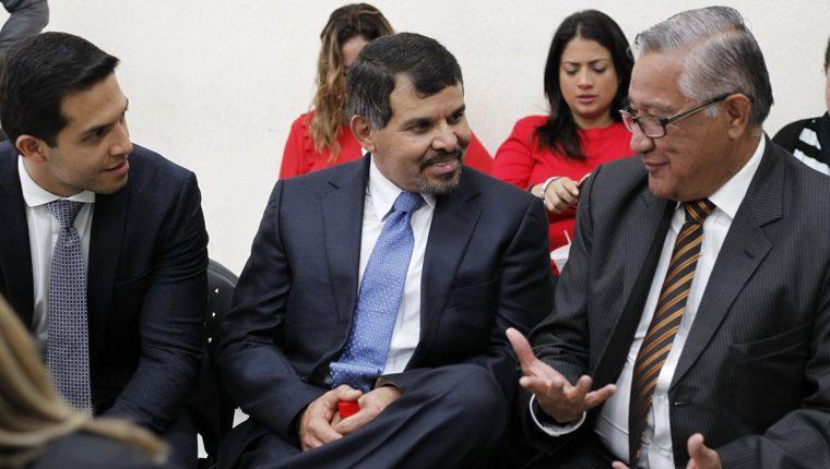 Sergio Hernández, expresidente del Bantrab -al centro-, MP lo señala de asociación ilícita, peculado y lavado de dinero. (Foto Prensa Libre: Paulo Raquec)