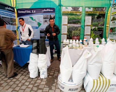 Empresas del sector de plástico presentaron las últimas novedades durante el Quinto Congreso de Plasticultura. (Foto Prensa Libre: Paulo Raquec).