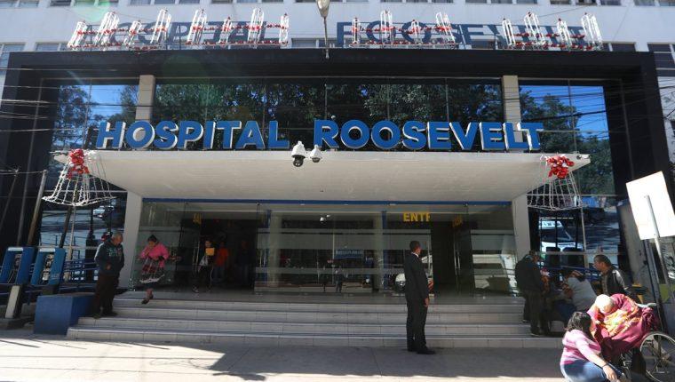 Las puertas del Hospital Roosevelt se abrirán durante la medianoche del 24 y 31 de diciembre a los familiares de los pacientes para que compartan un momento especial con sus seres queridos. (Foto Prensa Libre: Óscar Rivas)