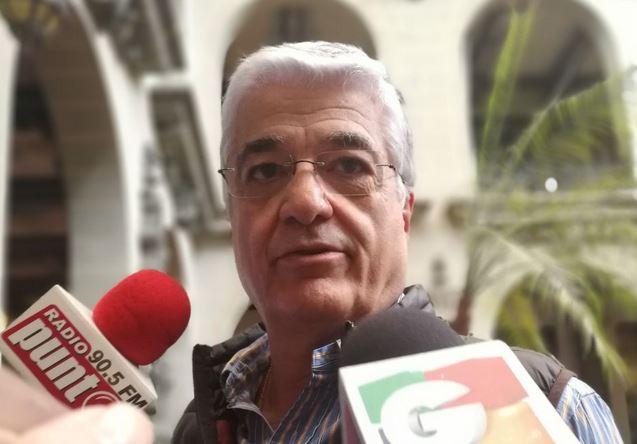 Carlos Vielman, exministro de Gobernación, conversa con la prensa durante un recorrido turístico en el Palacio Nacional de la Cultura. (Foto Prensa Libre: Andrea Orozco)