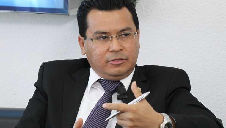 Lizandro Acuña experto en seguridad del Ipnusac considera que el 90 por ciento de las extorsiones se planifican en las prisiones. (Foto Prensa Libre: Hemeroteca PL)