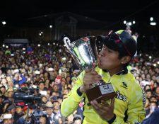 El campeón de la 58 Vuelta a Guatemala, Alfredo Ajpacajá, se ha caracterizado en su comunidad por ser una persona altruista. (Foto Prensa Libre: Raúl Juárez)