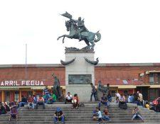 Monumento a Justo Rufino Barrios en la 18 calle y 9a. avenida zona 1. (Foto: Hemeroteca PL)