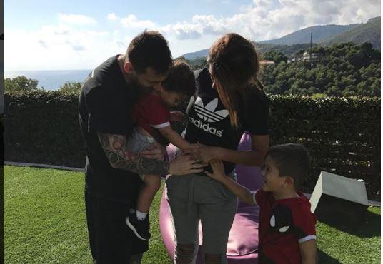 Leo Messi y Antonella Roccuzzo anunciaron el pasado 15 de octubre que esperaban a su tercer hijo. (Foto Prensa Libre: Instagram)