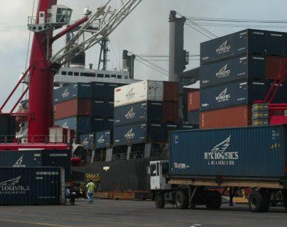 Área portuaria de carga y descarga de contenedores del puerto Quetzal, Escuintla. (Foto Prensa Libre: Hemeroteca PL).