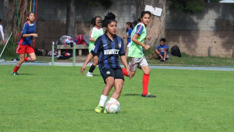 Madelyn Ventura comenzó a jugar futbol desde los 9 años en las ligas menos  de Quetzaltenango 0a3ac284dba19