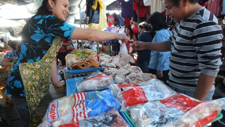 El cuadril de pollo importado ya no pagará impuestos a partir de hoy. (Foto Prensa Libre: Álvaro Interiano)